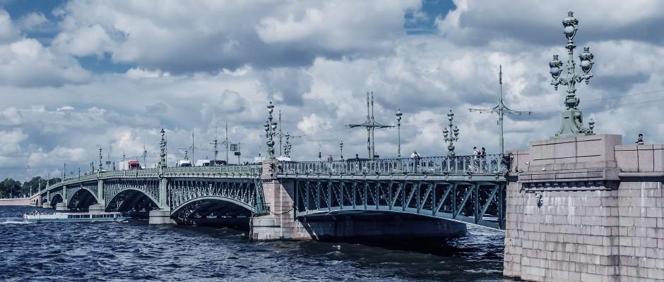 Trinity_Bridge_in_Saint_Petersburg
